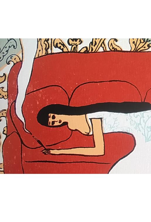 Femme allongée sur canapé - Robe blanche